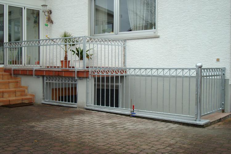 ak metallz une z une aus polen balkongel nder. Black Bedroom Furniture Sets. Home Design Ideas